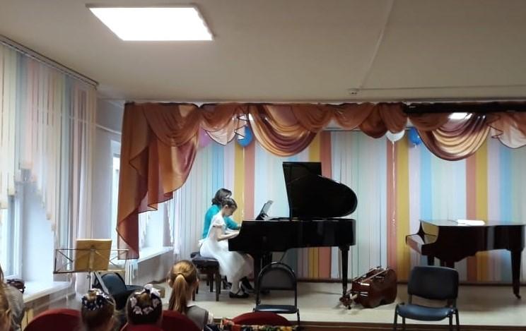 Концерт отделения инструментального исполнительства «С учителем вместе»