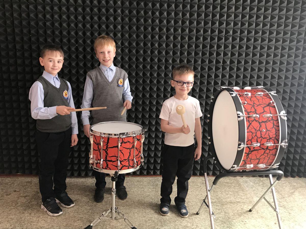 МБУ ДО «Детская музыкальная школа №4» получила набор барабанов в рамках программы развития …